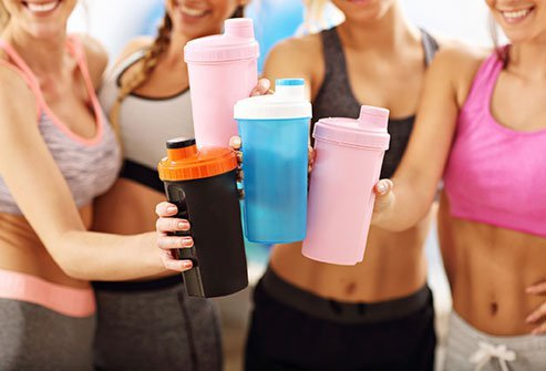 Your pre-workout meal often depends on your choice of workout. The best things to eat 30 minutes before a workout include oats, protein shakes, bananas, whole grains, yogurt, fresh fruit, boiled eggs, caffeine and smoothies.